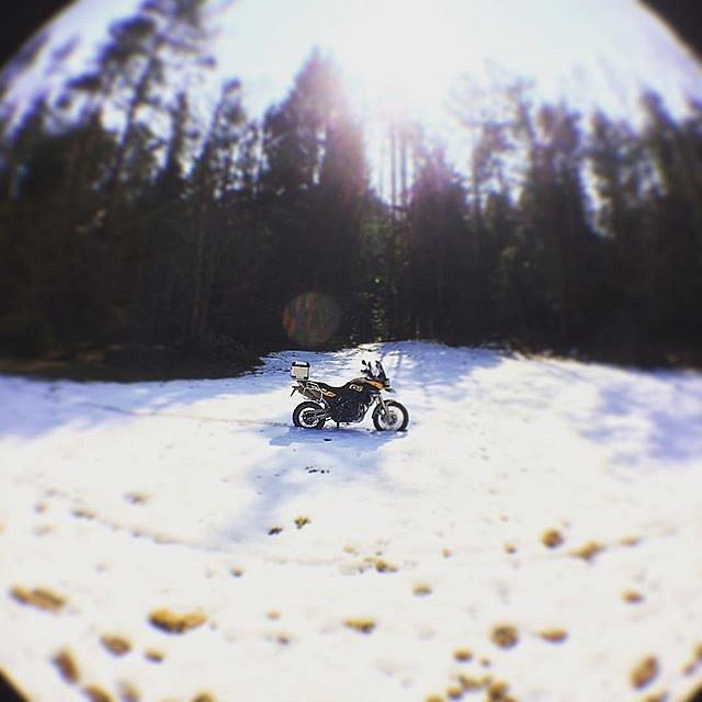 Kas moka, tas randa ;) #happyday #RDmoto2017 #motorcycling #adventure #snowinapril #sniegas