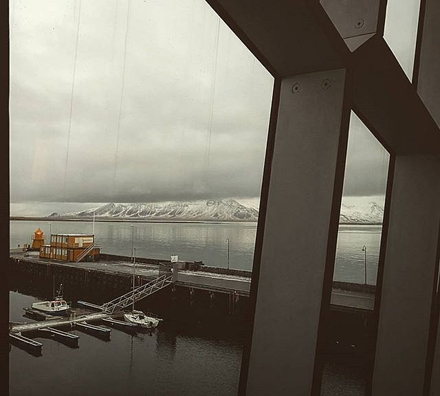 #Iceland #window view. #mountains #leicaphotography #huaweip10