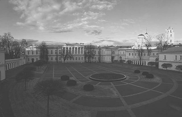 #PrezidentoRūmai #VilniusOldTown #Prezidentūra #senamiestis #bwphotography